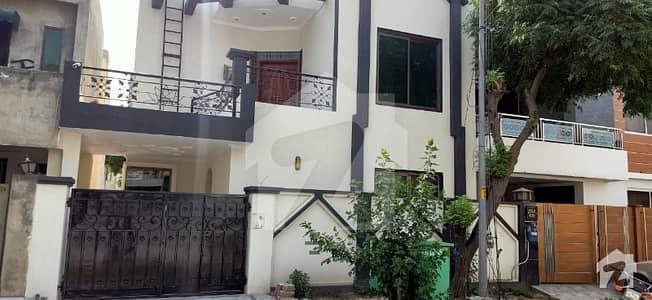 بحریہ ٹاؤن عمر بلاک بحریہ ٹاؤن سیکٹر B بحریہ ٹاؤن لاہور میں 3 کمروں کا 5 مرلہ مکان 1.05 کروڑ میں برائے فروخت۔