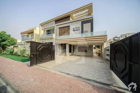 بحریہ ٹاؤن جاسمین بلاک بحریہ ٹاؤن سیکٹر سی بحریہ ٹاؤن لاہور میں 6 کمروں کا 1 کنال مکان 6.9 کروڑ میں برائے فروخت۔