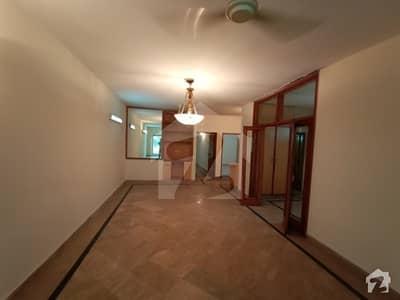 رحمان گارڈنز لاہور میں 3 کمروں کا 10 مرلہ فلیٹ 40 ہزار میں کرایہ پر دستیاب ہے۔
