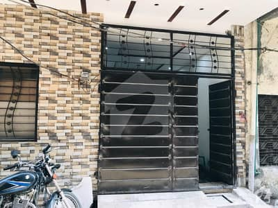 اچھرہ لاہور میں 6 کمروں کا 5 مرلہ مکان 1.45 کروڑ میں برائے فروخت۔