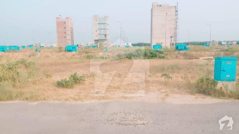 ڈی ایچ اے فیز 8 - بلاک ٹی فیز 8 ڈیفنس (ڈی ایچ اے) لاہور میں 8 مرلہ کمرشل پلاٹ 8.75 کروڑ میں برائے فروخت۔