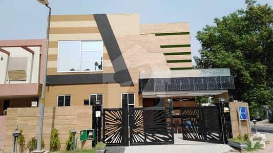 بحریہ ٹاؤن گلبہار بلاک بحریہ ٹاؤن سیکٹر سی بحریہ ٹاؤن لاہور میں 5 کمروں کا 11 مرلہ مکان 2.3 کروڑ میں برائے فروخت۔