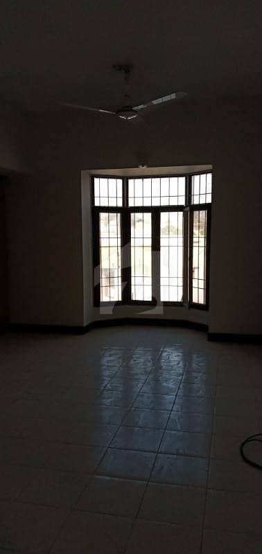 پی ای سی ایچ ایس بلاک 2 پی ای سی ایچ ایس جمشید ٹاؤن کراچی میں 4 کمروں کا 16 مرلہ بالائی پورشن 95 ہزار میں کرایہ پر دستیاب ہے۔