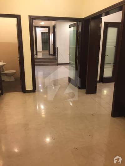 ڈی ایچ اے فیز 5 - بلاک جی فیز 5 ڈیفنس (ڈی ایچ اے) لاہور میں 5 کمروں کا 1 کنال مکان 1.4 لاکھ میں کرایہ پر دستیاب ہے۔