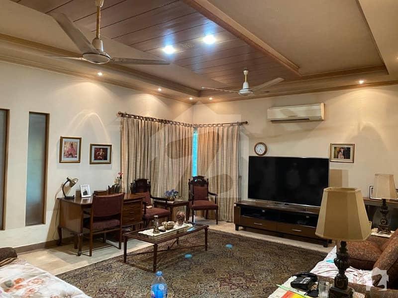 ڈی ایچ اے فیز 3 - بلاک ڈبلیو فیز 3 ڈیفنس (ڈی ایچ اے) لاہور میں 5 کمروں کا 1 کنال مکان 4.6 کروڑ میں برائے فروخت۔