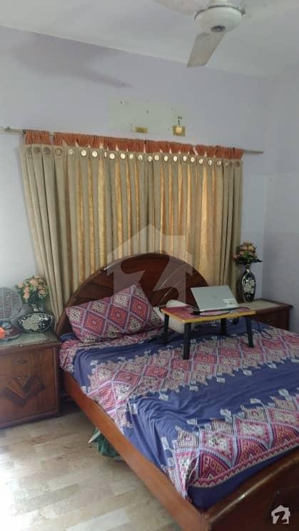 پی آئی بی کالونی کراچی میں 2 کمروں کا 5 مرلہ فلیٹ 80 لاکھ میں برائے فروخت۔