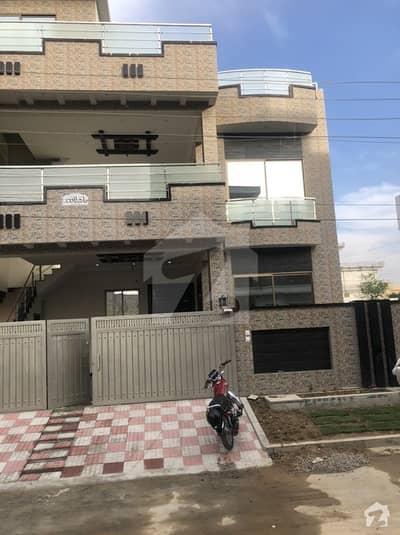 آفیسرز کالونی واہ میں 6 کمروں کا 8 مرلہ مکان 2.9 کروڑ میں برائے فروخت۔