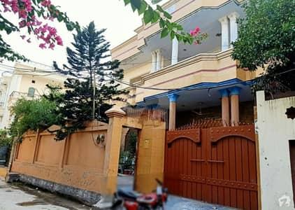 شاہ حسین روڈ گجرات میں 6 کمروں کا 12 مرلہ مکان 3.8 کروڑ میں برائے فروخت۔