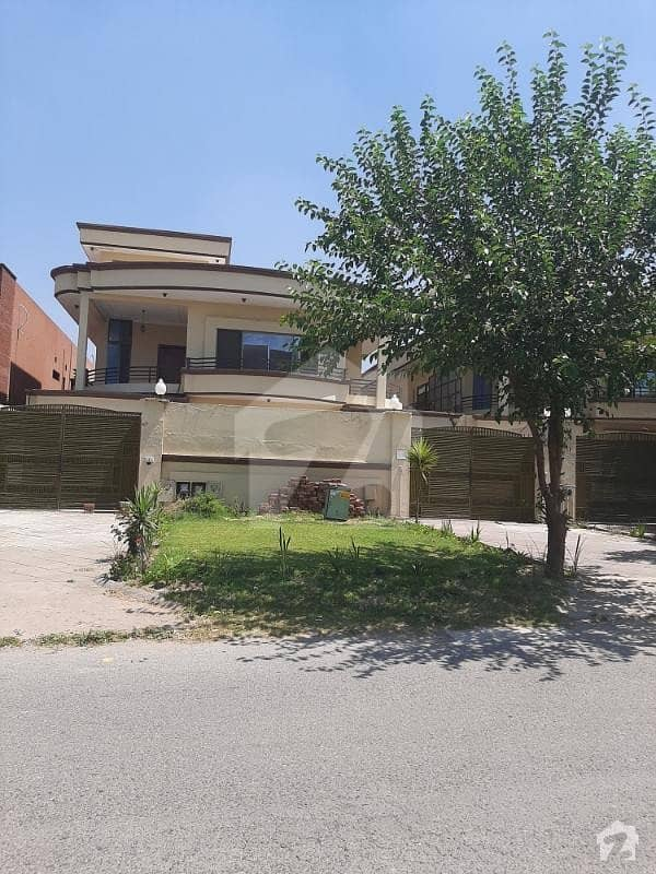 ایف ۔ 11/3 ایف ۔ 11 اسلام آباد میں 9 کمروں کا 1.33 کنال مکان 9.5 کروڑ میں برائے فروخت۔