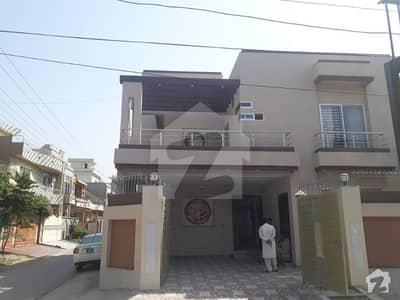 سبزہ زار سکیم لاہور میں 6 کمروں کا 10 مرلہ مکان 3 کروڑ میں برائے فروخت۔