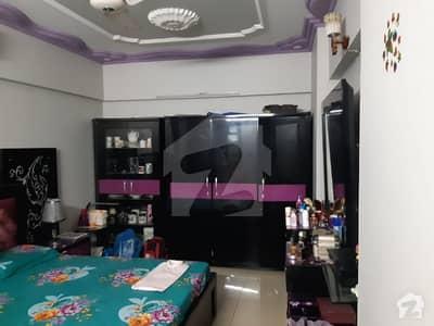 نشتر روڈ (لارنس روڈ) کراچی میں 4 کمروں کا 11 مرلہ فلیٹ 2.1 کروڑ میں برائے فروخت۔