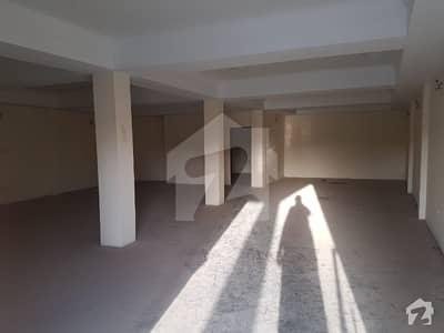 موٹروے چوک اسلام آباد میں 4 کمروں کا 14 مرلہ عمارت 4.5 کروڑ میں برائے فروخت۔