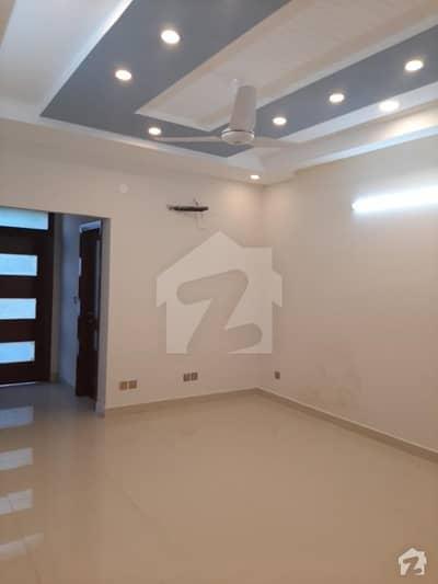 ایف ۔ 11/3 ایف ۔ 11 اسلام آباد میں 4 کمروں کا 10 مرلہ مکان 5.5 کروڑ میں برائے فروخت۔