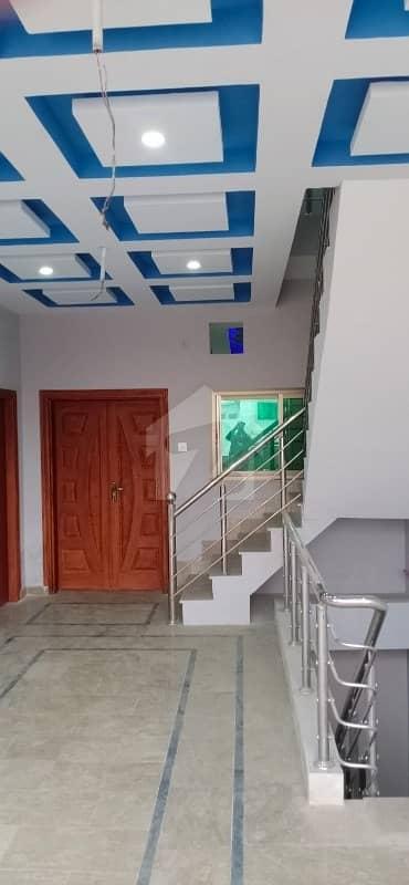 برکت ٹاؤن ڈسکہ میں 6 کمروں کا 6 مرلہ مکان 98 لاکھ میں برائے فروخت۔