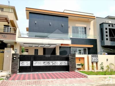 Stylish 11 Marla House For Sale In Bahria Town