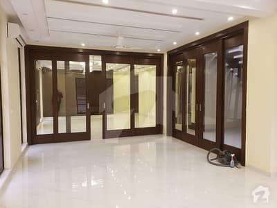 گلبرگ 4 گلبرگ لاہور میں 7 کمروں کا 8 کنال مکان 9.5 لاکھ میں کرایہ پر دستیاب ہے۔