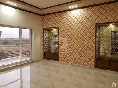 عبداللہ گارڈنز ایسٹ کینال روڈ کینال روڈ فیصل آباد میں 12 مرلہ مکان 3.5 کروڑ میں برائے فروخت۔