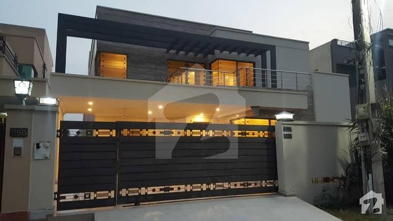 ابدالینزکوآپریٹو ہاؤسنگ سوسائٹی لاہور میں 5 کمروں کا 10 کنال مکان 4.9 کروڑ میں برائے فروخت۔