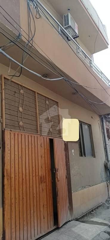 یو ایم ٹی روڈ یو ایم ٹی سوسائٹی لاہور میں 3 کمروں کا 5 مرلہ زیریں پورشن 25 ہزار میں کرایہ پر دستیاب ہے۔