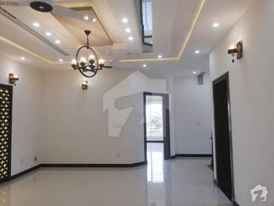 بحریہ ٹاؤن فیز 8 ۔ بلاک ای بحریہ ٹاؤن فیز 8 بحریہ ٹاؤن راولپنڈی راولپنڈی میں 5 کمروں کا 10 مرلہ مکان 2.25 کروڑ میں برائے فروخت۔
