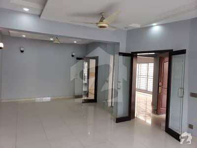 گلبرگ 4 گلبرگ لاہور میں 7 کمروں کا 3 کنال مکان 4.5 لاکھ میں کرایہ پر دستیاب ہے۔