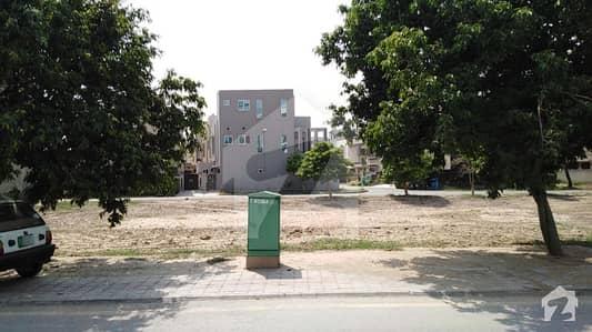 بحریہ ٹاؤن ۔ بلاک اے اے بحریہ ٹاؤن سیکٹرڈی بحریہ ٹاؤن لاہور میں 5 مرلہ کمرشل پلاٹ 2.55 کروڑ میں برائے فروخت۔
