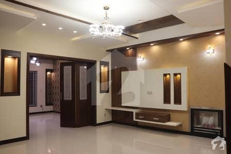واپڈا ٹاؤن لاہور میں 5 کمروں کا 10 مرلہ مکان 2.8 کروڑ میں برائے فروخت۔