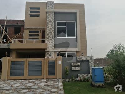 بحریہ ٹاؤن سیکٹرڈی بحریہ ٹاؤن لاہور میں 3 کمروں کا 5 مرلہ مکان 99 لاکھ میں برائے فروخت۔