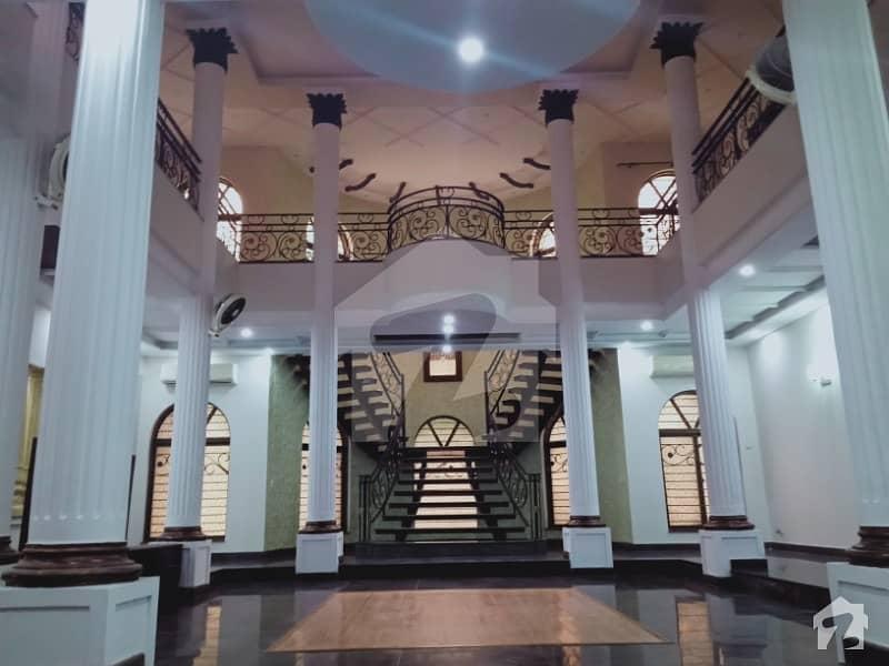 ڈی ایچ اے فیز 5 - بلاک ایل فیز 5 ڈیفنس (ڈی ایچ اے) لاہور میں 6 کمروں کا 2 کنال مکان 3.8 لاکھ میں کرایہ پر دستیاب ہے۔
