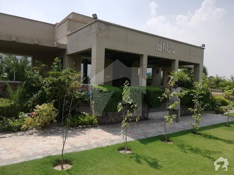 برکی روڈ کینٹ لاہور میں 3 کمروں کا 7 کنال فارم ہاؤس 4 کروڑ میں برائے فروخت۔