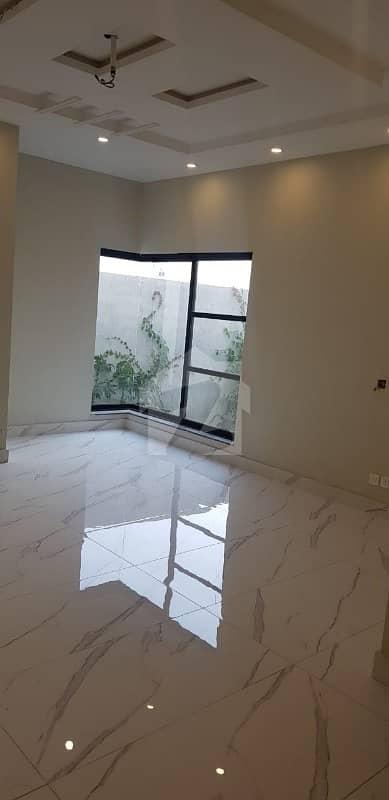 عبداللہ گارڈنز ایسٹ کینال روڈ کینال روڈ فیصل آباد میں 5 کمروں کا 12 مرلہ مکان 3.25 کروڑ میں برائے فروخت۔
