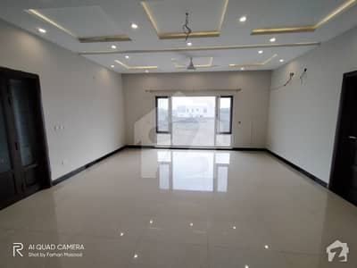 Dha Kanal Beautiful Bungalow Feature Investment Bungalow