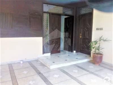 کینٹ لاہور میں 7 کمروں کا 1.35 کنال مکان 8 کروڑ میں برائے فروخت۔