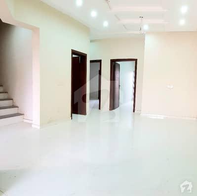 رائل آرچرڈ ۔ بلاک ڈی رائل آرچرڈ ملتان پبلک سکول روڈ ملتان میں 5 کمروں کا 6 مرلہ مکان 1.3 کروڑ میں برائے فروخت۔