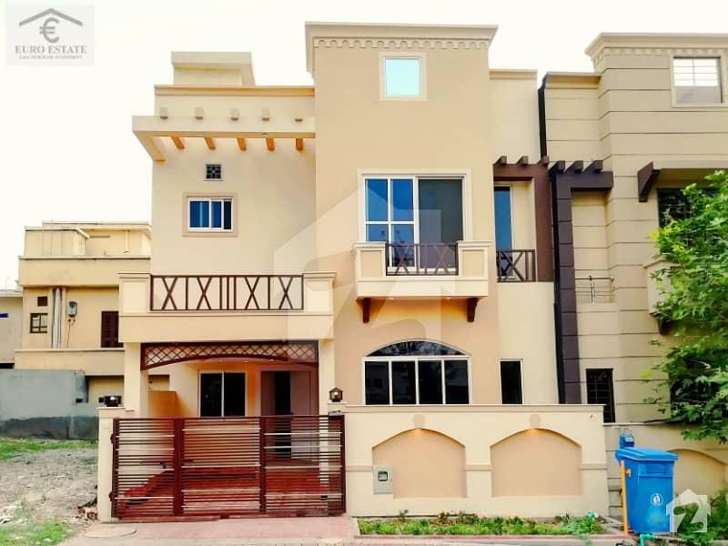 بحریہ ٹاؤن فیز 8 بحریہ ٹاؤن راولپنڈی راولپنڈی میں 3 کمروں کا 5 مرلہ مکان 1.2 کروڑ میں برائے فروخت۔