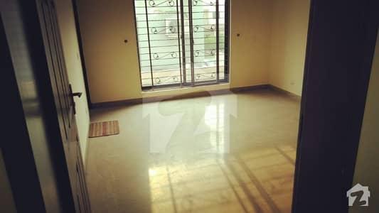 ائیر ایوینیو ۔ بلاک ایم ڈی ایچ اے فیز 8 سابقہ ایئر ایوینیو ڈی ایچ اے فیز 8 ڈی ایچ اے ڈیفینس لاہور میں 4 کمروں کا 10 مرلہ مکان 65 ہزار میں کرایہ پر دستیاب ہے۔