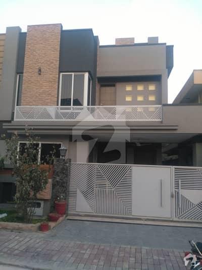 بحریہ ٹاؤن فیز 3 بحریہ ٹاؤن راولپنڈی راولپنڈی میں 5 کمروں کا 10 مرلہ مکان 90 ہزار میں کرایہ پر دستیاب ہے۔