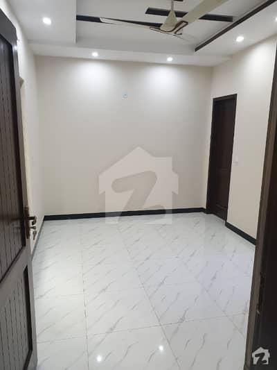 ڈی ایچ اے فیز 8 - بلاک ایم ڈی ایچ اے فیز 8 ڈیفنس (ڈی ایچ اے) لاہور میں 2 کمروں کا 10 مرلہ زیریں پورشن 35 ہزار میں کرایہ پر دستیاب ہے۔