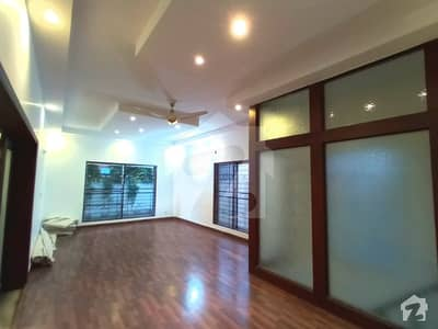 Kanal Super Bungalow With Face Park Available For Rent Real Pictures