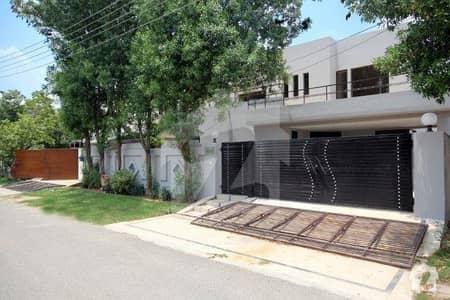 1 kanal 7 bed with basement For Rent in Phase III DHA