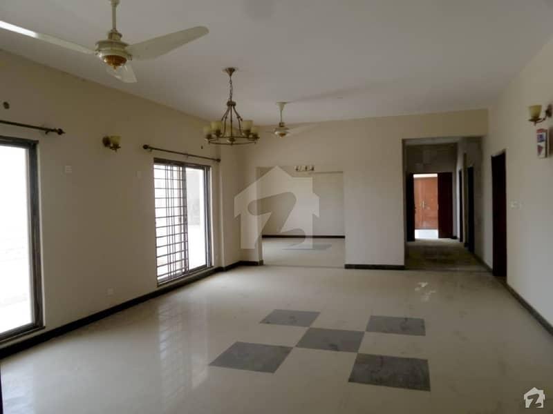 عسکری 5 ملیر کنٹونمنٹ کینٹ کراچی میں 4 کمروں کا 14 مرلہ فلیٹ 75 ہزار میں کرایہ پر دستیاب ہے۔