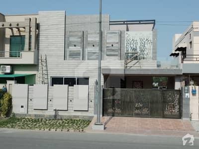 ڈی ایچ اے فیز 8 سابقہ ایئر ایوینیو ڈی ایچ اے فیز 8 ڈی ایچ اے ڈیفینس لاہور میں 5 کمروں کا 10 مرلہ مکان 1.15 لاکھ میں کرایہ پر دستیاب ہے۔