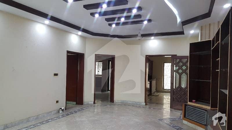 ڈی ایچ اے فیز 2 ڈیفنس (ڈی ایچ اے) لاہور میں 2 کمروں کا 1 کنال زیریں پورشن 60 ہزار میں کرایہ پر دستیاب ہے۔