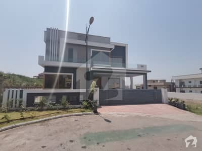 Beautifully Design 1 Kanal 4 Beds Portion For Rent In Sector C