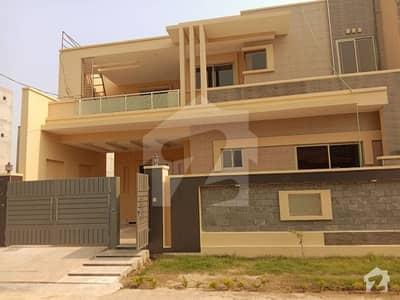ریور گارڈن ہاوسنگ سکیم جی ٹی روڈ گجرات میں 5 کمروں کا 10 مرلہ مکان 1.8 کروڑ میں برائے فروخت۔