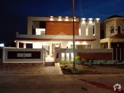 ڈی ایچ اے فیز 6 - بلاک این فیز 6 ڈیفنس (ڈی ایچ اے) لاہور میں 5 کمروں کا 1 کنال مکان 4.35 کروڑ میں برائے فروخت۔