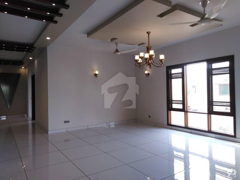 ڈی ایچ اے فیز 7 ڈی ایچ اے کراچی میں 6 کمروں کا 1 کنال مکان 9.75 کروڑ میں برائے فروخت۔