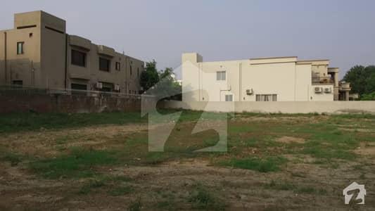 ڈی ایچ اے فیز 3 - بلاک وائے فیز 3 ڈیفنس (ڈی ایچ اے) لاہور میں 4 کنال رہائشی پلاٹ 30 کروڑ میں برائے فروخت۔