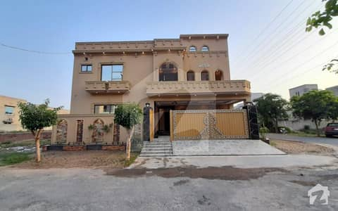 10 Marla Corner House For Sale In Nasheman Iqbal Phase 2 Lahore