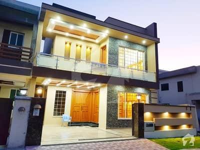 بحریہ ٹاؤن فیز 4 بحریہ ٹاؤن راولپنڈی راولپنڈی میں 5 کمروں کا 11 مرلہ مکان 2.6 کروڑ میں برائے فروخت۔